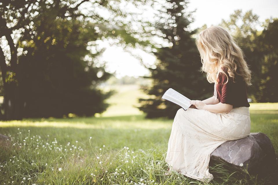 TOP 5 netradičních míst, kde si knihu užijete